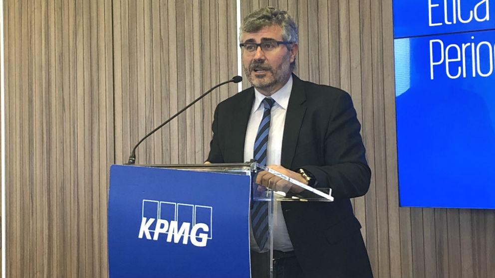 El secretario de Estado de Comunicación, Miguel Ángel Oliver, durante el foro de KPMG 'El papel de la ética en el periodismo'.