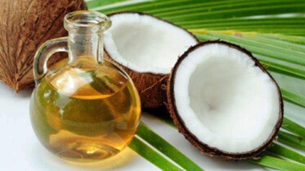 El aceite de coco es muy beneficioso para el cabello