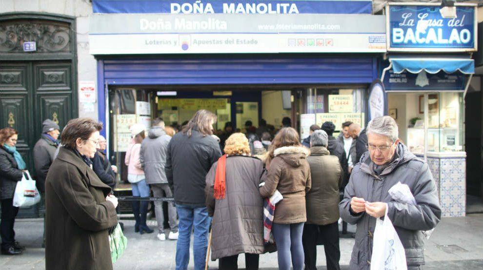 Cola para comprar lotería en Doña Manolita de Madrid