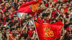 Aficionados del Real Mallorca en Son Moix. (Real Mallorca)