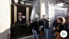 Miembros de 'El Cachirulo' celebran El Gordo.