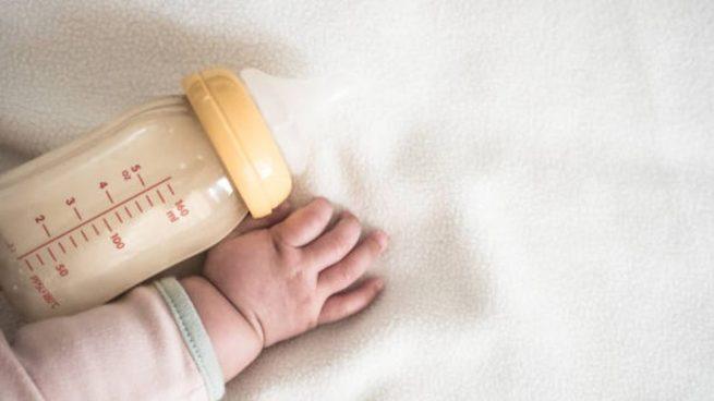 cada cuanto come un bebe de 2 meses pecho