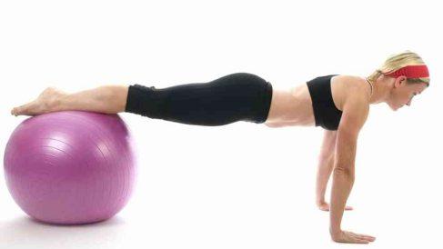 La fitball es perfecta para realizar numerosos ejercicios