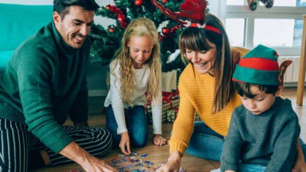 Juegos navideños para toda la familia, 5 ideas para un día divertido