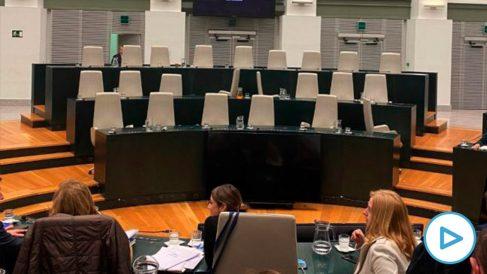 La bancada de Más Madrid vacía en el Pleno de presupuestos de este lunes.