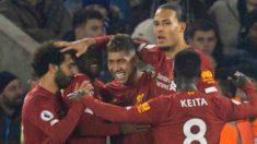 Los jugadores del Liverpool celebran el gol de Firmino ante el Leicester.