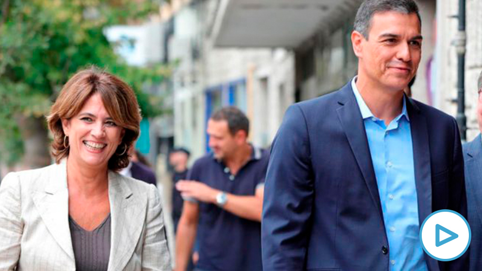 La ministra de Justicia en funciones, Dolores Delgado, con Pedro Sánchez.
