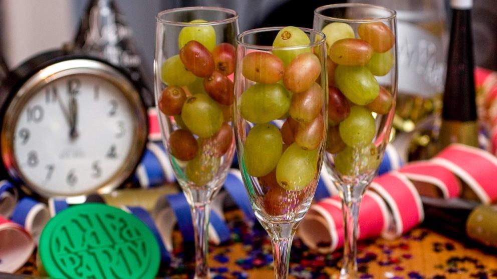 Hay muchas personas que no son capaces de tomarse las uvas a tiempo con las campanadas