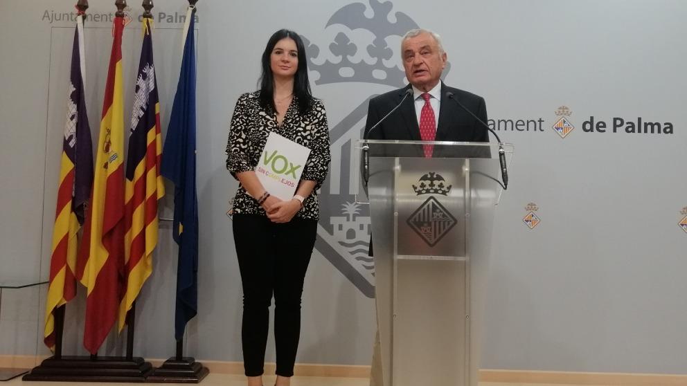 El portavoz de Vox Palma, Fulgencio Coll, en rueda de prensa. Foto EP