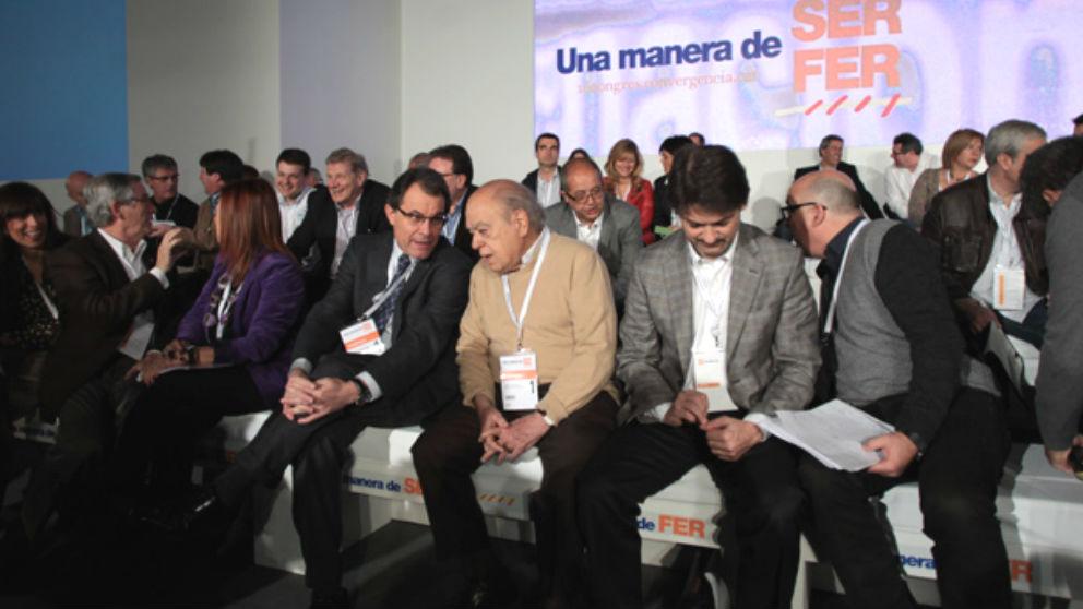 Imagen de Artur Mas, Jordi Pujol y Oriol Pujol en una convención de CDC y que promociona el Ayuntamiento de Reus.