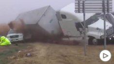 Espectacular accidente de un camión sin víctimas en Texas