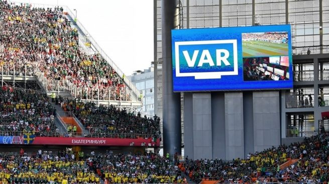 Una imagen de un videomarcador con la repetición del VAR.