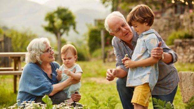 Niños criados por los abuelos: Ventajas y desventajas de esta relación