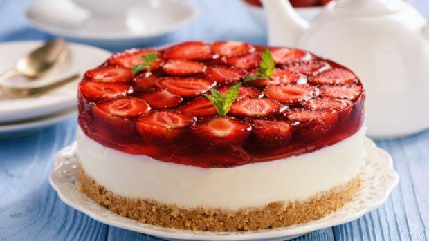 Receta de tarta de queso y fresas vegana sin horno