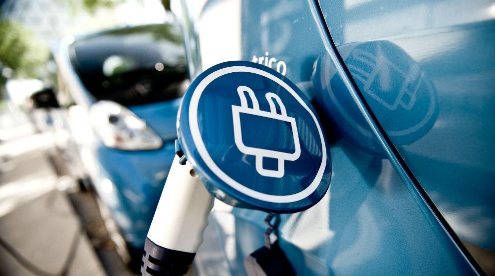 Las automatriculaciones de eléctricos se multiplican por ocho en diciembre para evitar el pago de multas