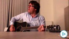 Carles Puigdemont cantando el tema 'Take me home, Country Roads', de John Denver.