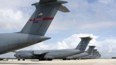 Aviones C-5 'Galaxy' de la fuerza aérea estadounidense en la pista de Rota.