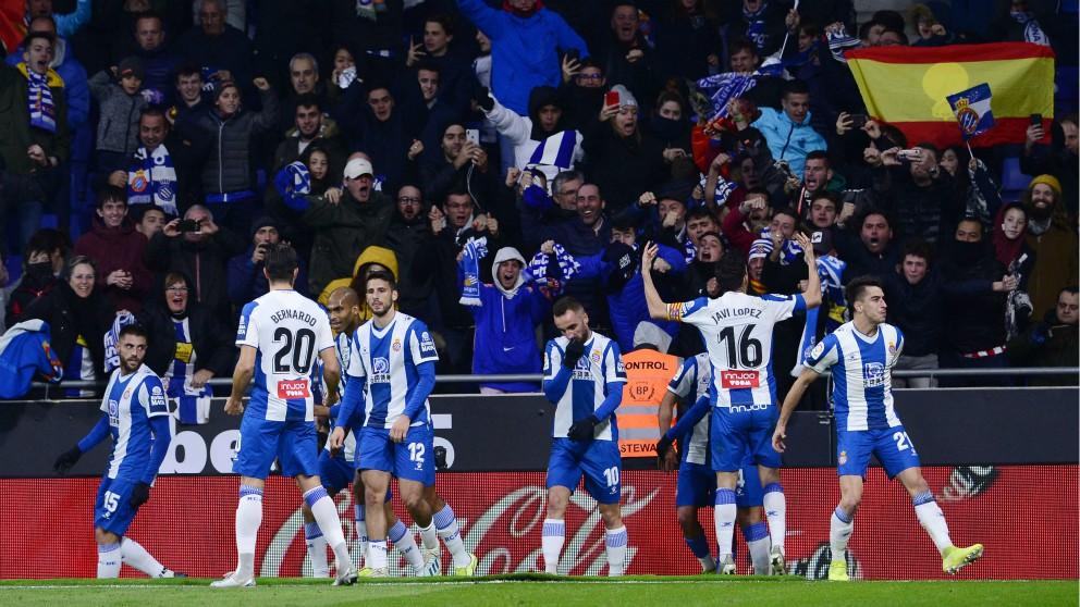 Los jugadores del Espanyol celebran el 1-0. (EFE)