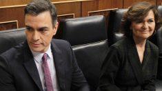 Pedro Sánchez y Carmen Calvo, en la sesión de investidura. (Foto: Paco Toledo)