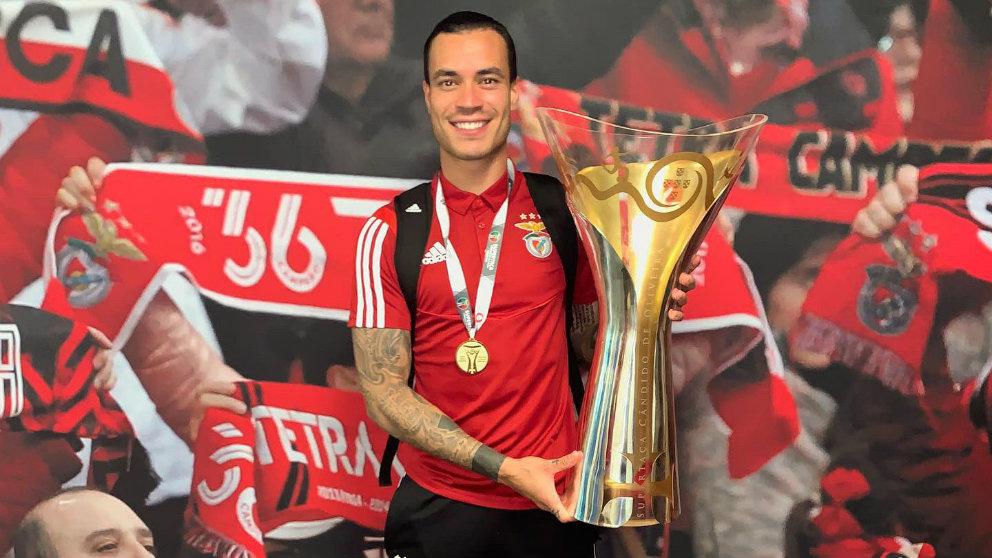 Raúl de Tomás tras ganar la Supercopa de Portugal con el Benfica. (@RaulDeTomas9)