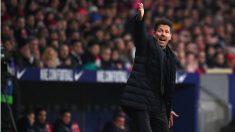 Simeone da instrucciones durante el Atlético – Levante. (AFP)