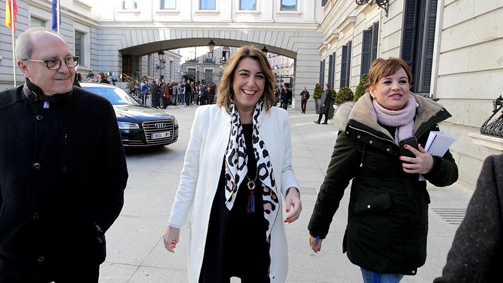 Susana Díaz, abandona el congreso tras la sesión de investidura. (Foto: Francisco Toledo)