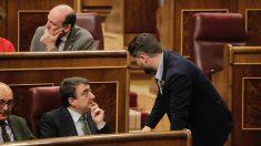 Aitor Esteban y Gabriel Rufián en el Congreso de los Diputados durante la sesión de investidura de Pedro Sánchez. (Foto: Francisco Toledo).
