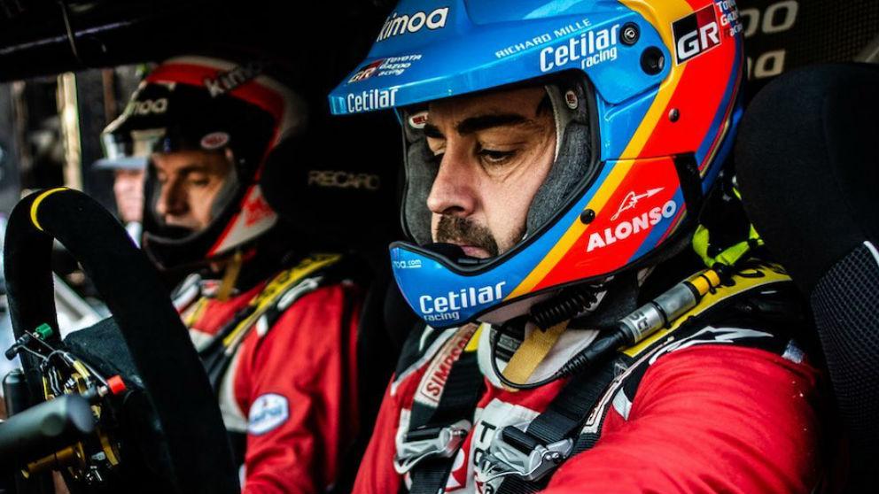 Fernando Alonso y Marc Coma durante la preparación del Dakar 2020. (Instagram)