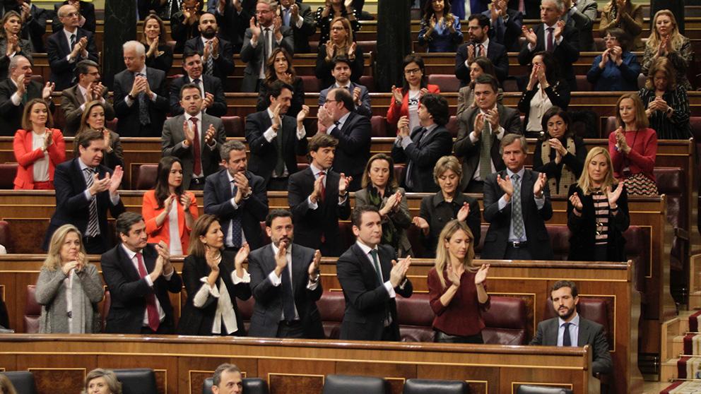 Bancada popular durante la segunda jornada del debate de investidura de Pedro Sánchez en el Congreso de los Diputados. (Foto: Francisco Toledo).