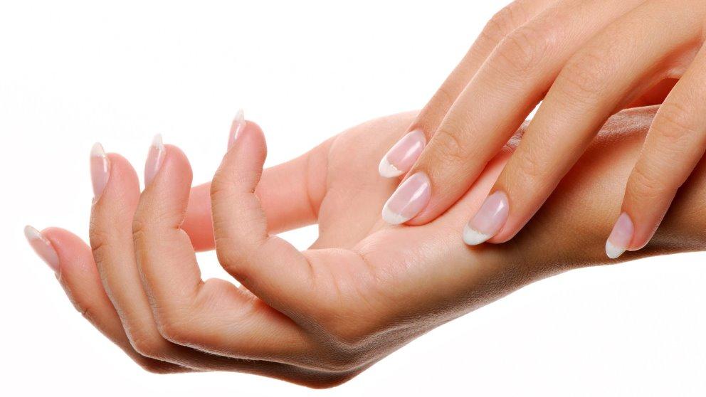 Las manos envejecen pronto si no haces lo posible por remediarlo