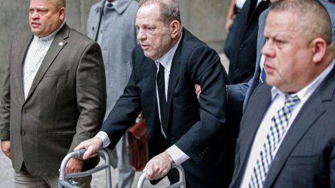 Harvey Weinstein llegando al juzgado de Nueva York donde se le juzgará por multitud de casos de acoso sexual. Foto: AFP