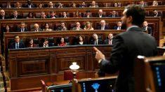 Pablo Casado interpela a Pedro Sánchez en el Congreso.