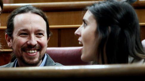 Pablo Iglesias e Irene Montero durante la sesión de investidura de Pedro Sánchez.