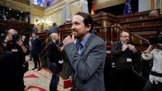 Pablo Iglesias en el Congreso durante la sesión clave de la investidura de Pedro Sánchez.