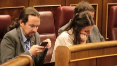Pablo Iglesias e Irene Montero, en el Congreso. Foto: Francisco Toledo)