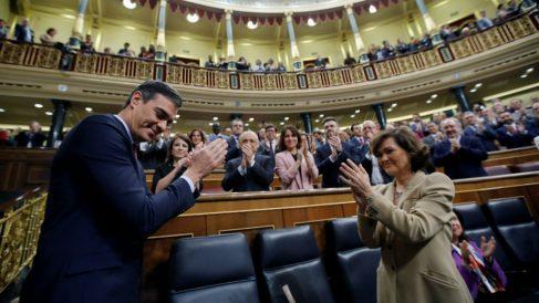 Pedro Sánchez, con Carmen Calvo, en el Congreso.