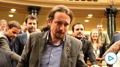 Pablo Iglesias llorando tras la votación de la investidura de Pedro Sánchez.