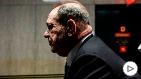 Harvey Weinstein llegando al juzgado de Nueva York donde se le juzga por acoso sexual y violación a varias mujeres. Su caso es el detonante del movimiento feminista #MeToo. Foto: AFP