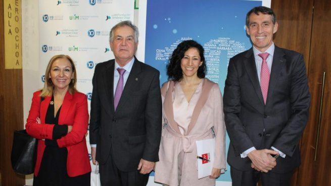 De izda. a dcha, la Dra. Ayuso, Garesse, Chavarría y Álvaro de la Parra, en el 10º aniversario del IIS-FJD.