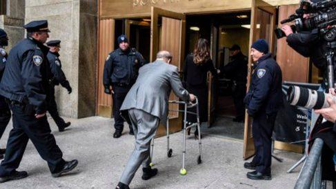 Harvey Weinstein a su llegada a la corta judicial de Nueva York. Foto: AFP