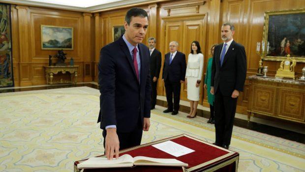 Pedro Sánchez jura su cargo como presidente ante el Rey