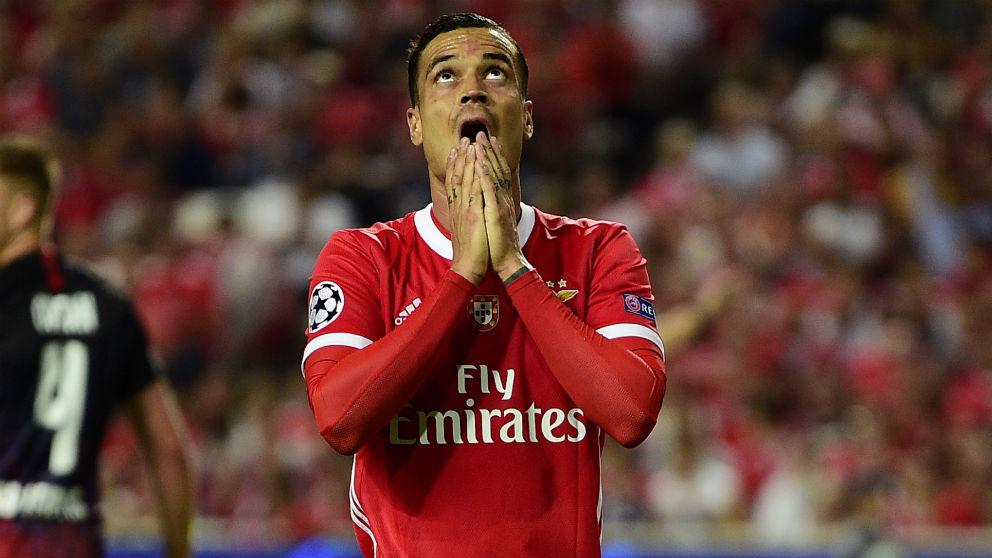 Raul de Tomás, en un partido con el Benfica. (AFP)