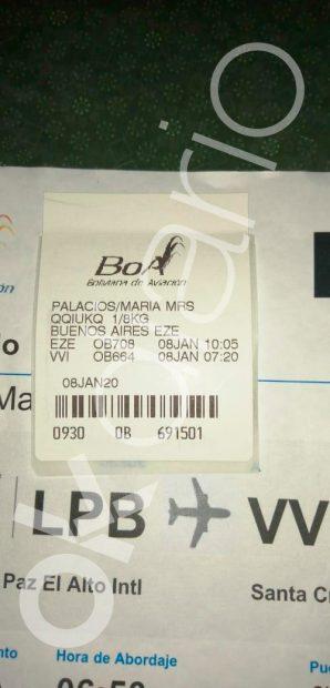 El billete de avión con el que la mujer enviada por Juan Ramón Quintana quería salir de La Paz (Bolivia).
