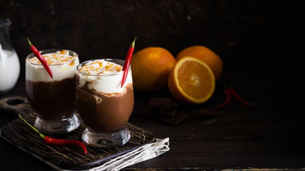 Receta de copa de chocolate, naranja y mango