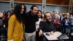Pablo Iglesias junto a Pablo Echenique durante un acto. Foto EP