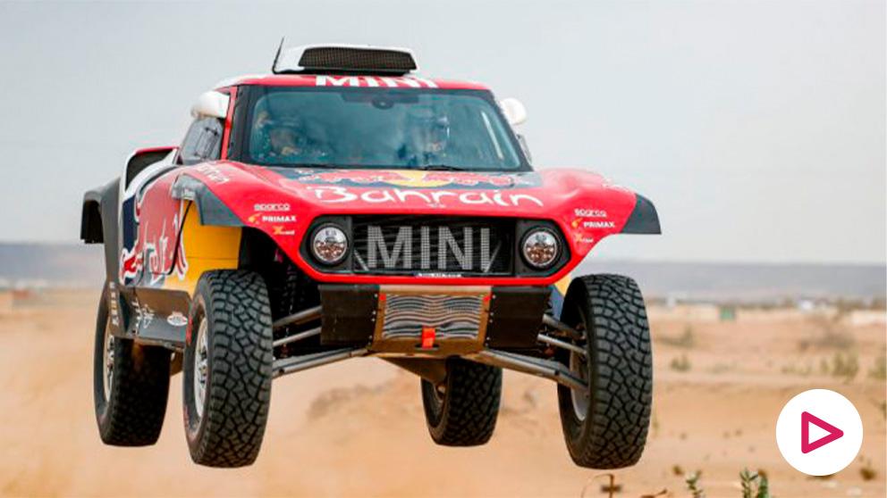 Carlos Sainz, durante la segunda etapa del Dakar. (AFP)