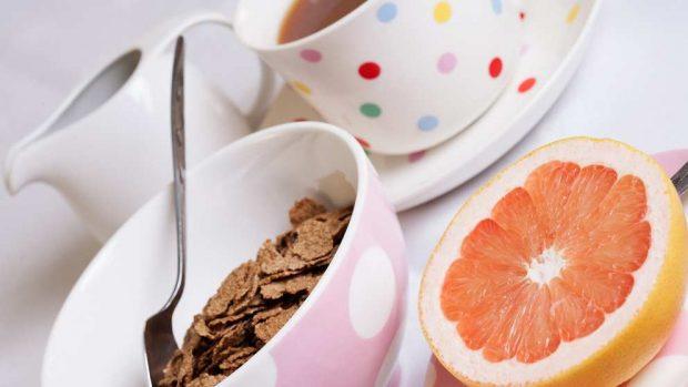 ¿Cómo tomar un desayuno ligero?