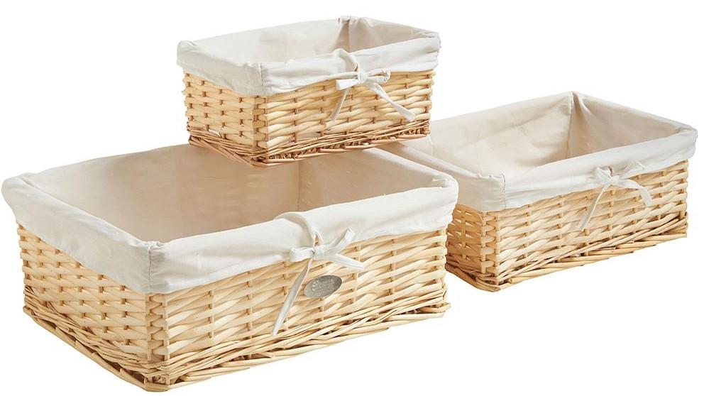 Las cestas de mimbre son un recurso decorativo funcional y muy bonito