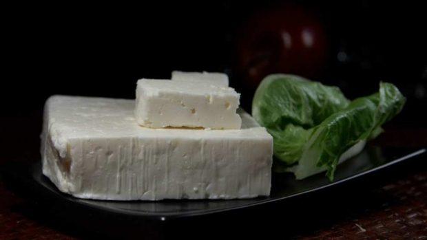 Ensalada marroquí de berenjenas y queso feta