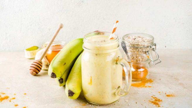 Batido de plátano, avena y almendras tostadas